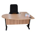 Table de bureau en arc de cercle dimension 1.50m.