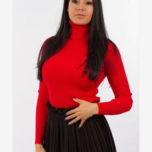 Pull moullant croptop rouge col roulé