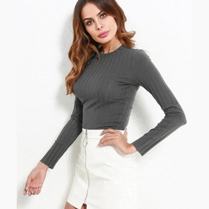 Crop top gris.... Taille M..... A13