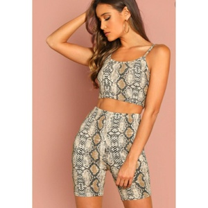 Ensemble short crop top  motif serpent CA 13